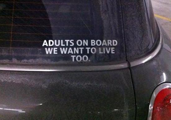 Dorośli w samochodzie - oni też chcą żyć :)