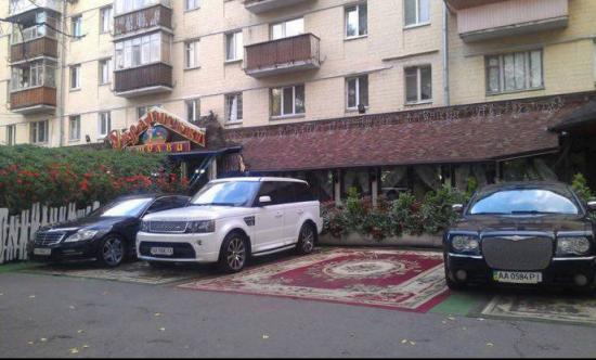 No i na co te dywany jak parkować nie potrafią?