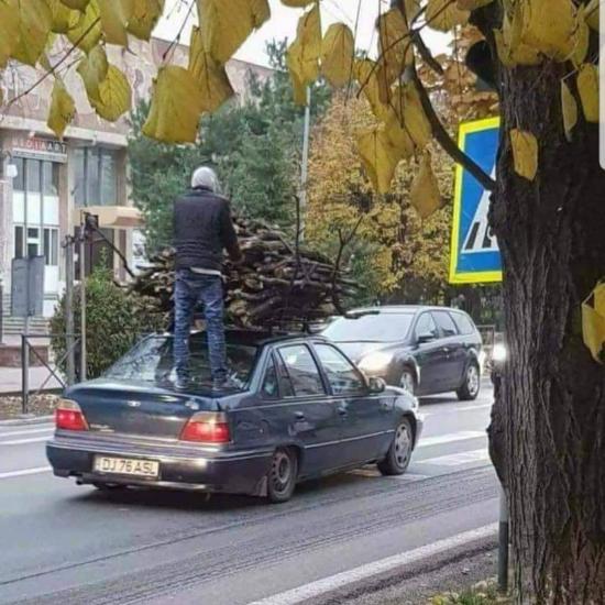 Wykupił dodatkowe ubezpieczenie ładunku ;)