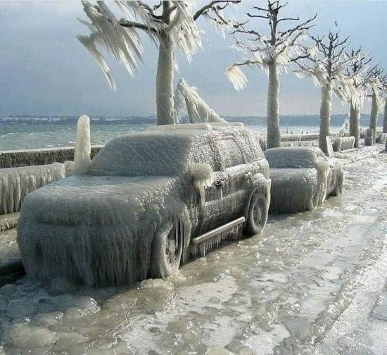 Parking z widokiem na jezioro