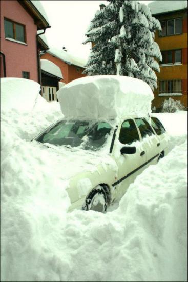 Odkopanie auta to jedno, potem jeszcze trzeba wyjechać